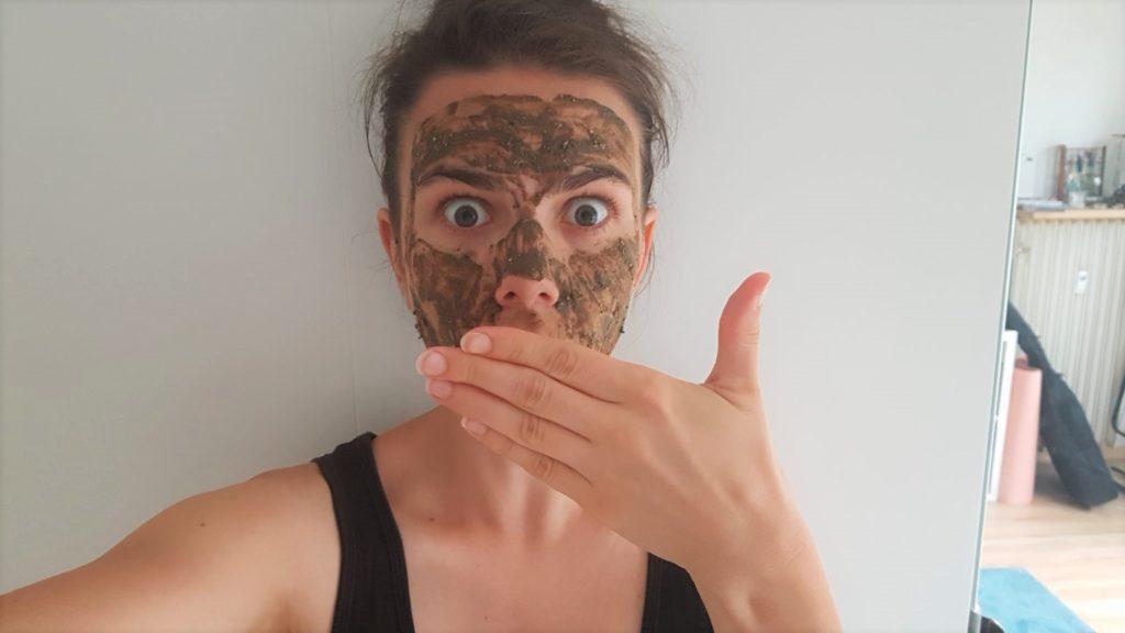 Verča zkouší masku Klara Rott